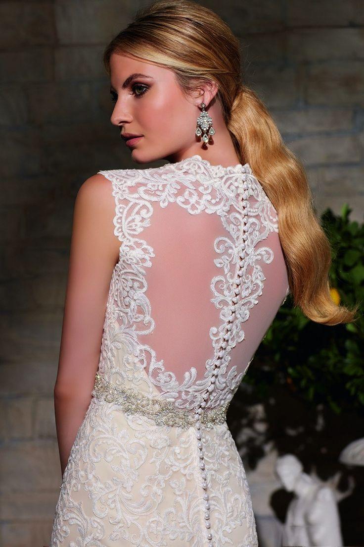Hairstyles for queen anne neckline dress