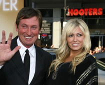 Paulina Gretzky cancels twitter account