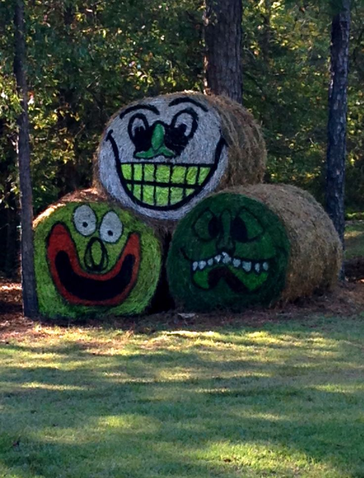 Face painted bales of hay halloween decoration hay is for Bales of hay for decoration