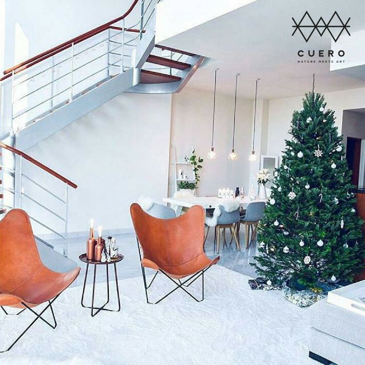 Throwback Thursday to this beautiful scene.   The two leather butterfly chairs stand out in the white decor, but what truly shines is the fact that @annupauliina somehow managed to find a lovely Christmas tree in the desert!   Nature meets art.