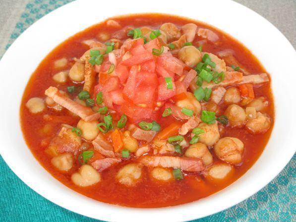 Томатный суп с копченостями и нутом - Фото