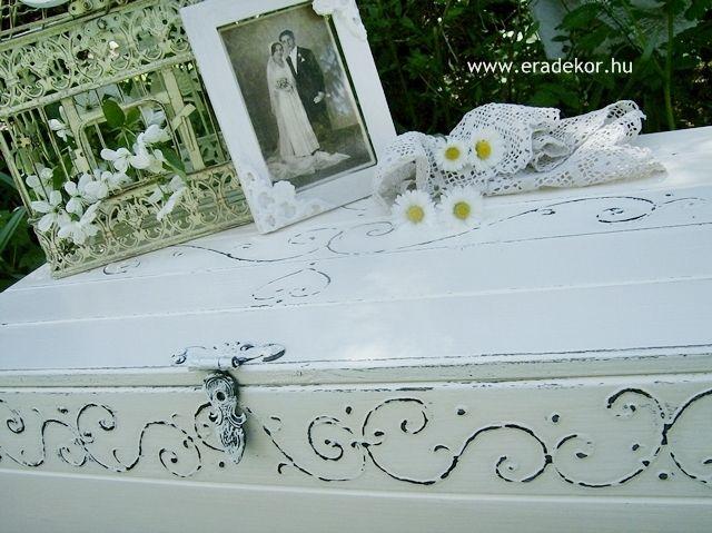 Esküvőre provence-i stílusú, festett antikolt nászajándék láda. Fotó azonosító: ESKNOR04