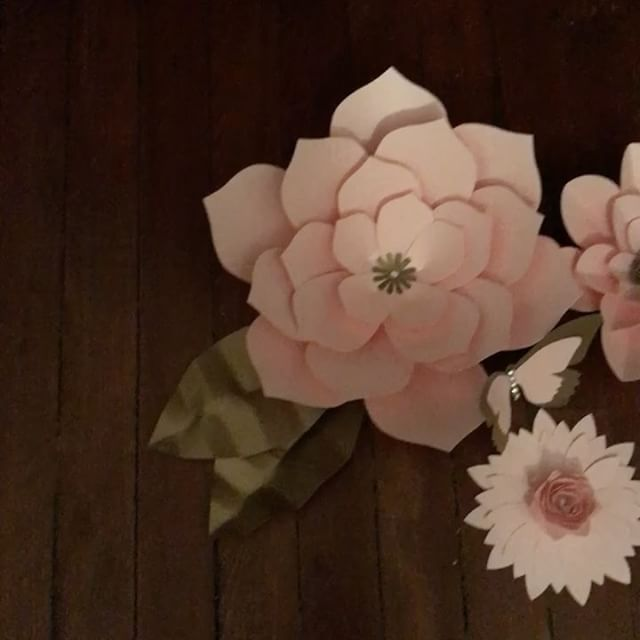 #paperflowercenters #paperflorist #designed_byk #cricut #pink #eventstyling #babyshower #wedding #reception #backdrop #paperflowers #evedeso #eventdesignsource - posted by KyR https://www.instagram.com/designed_byk. See more Baby Shower Designs at http://Evedeso.com