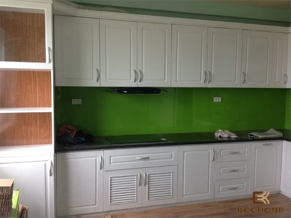 Tủ bếp gỗ sồi, mẫu tủ bếp gỗ tự nhiên sơn màu trắng cổ điển sang trọng. NỘI THẤT ECOHOME thương hiệu tủ bếp gỗ, nội thất tại Hà Nội