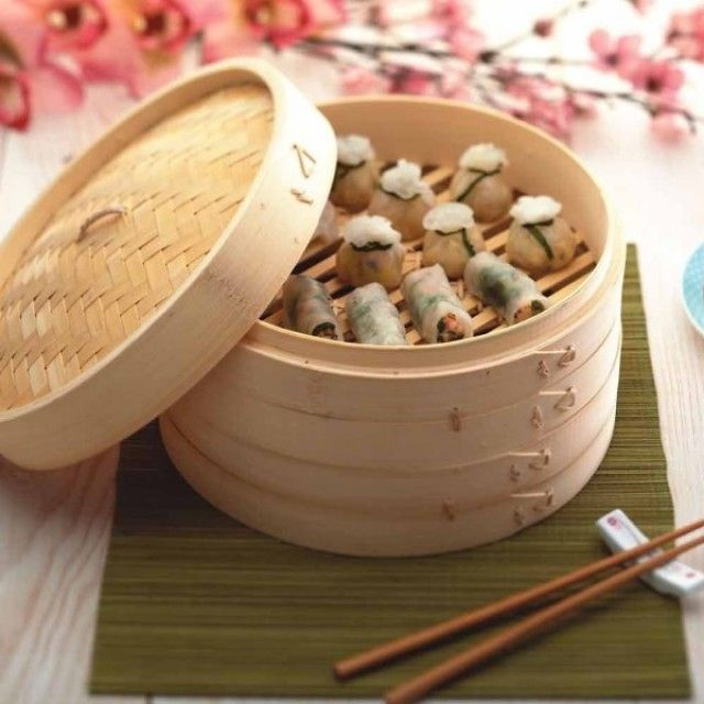 Cook authentic Asian food with this natural woven bamboo steamer, ideal for cooking dim sum, rice, fish and vegetables.