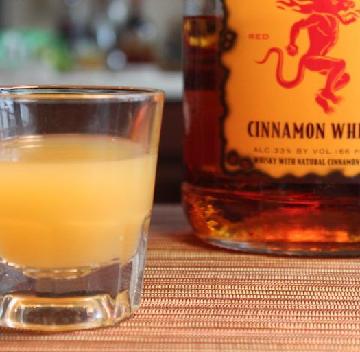 How to make a Smoking Applesauce shot with Fireball Whisky