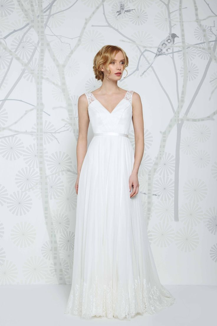 SADONI wedding dress EARLY with sophisticated French lace and silk chiffon. An elegant and modern look for the traditional bride.