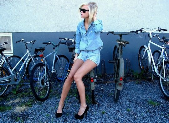 Denim on denim: A Mini-Saia Jeans, Domination Jeans, Denim On Denim, Style Inspo, Longer Bobs, Fashion Faded, Denim Denim Denim, Victoria Törnegren, Canadian Tuxedos