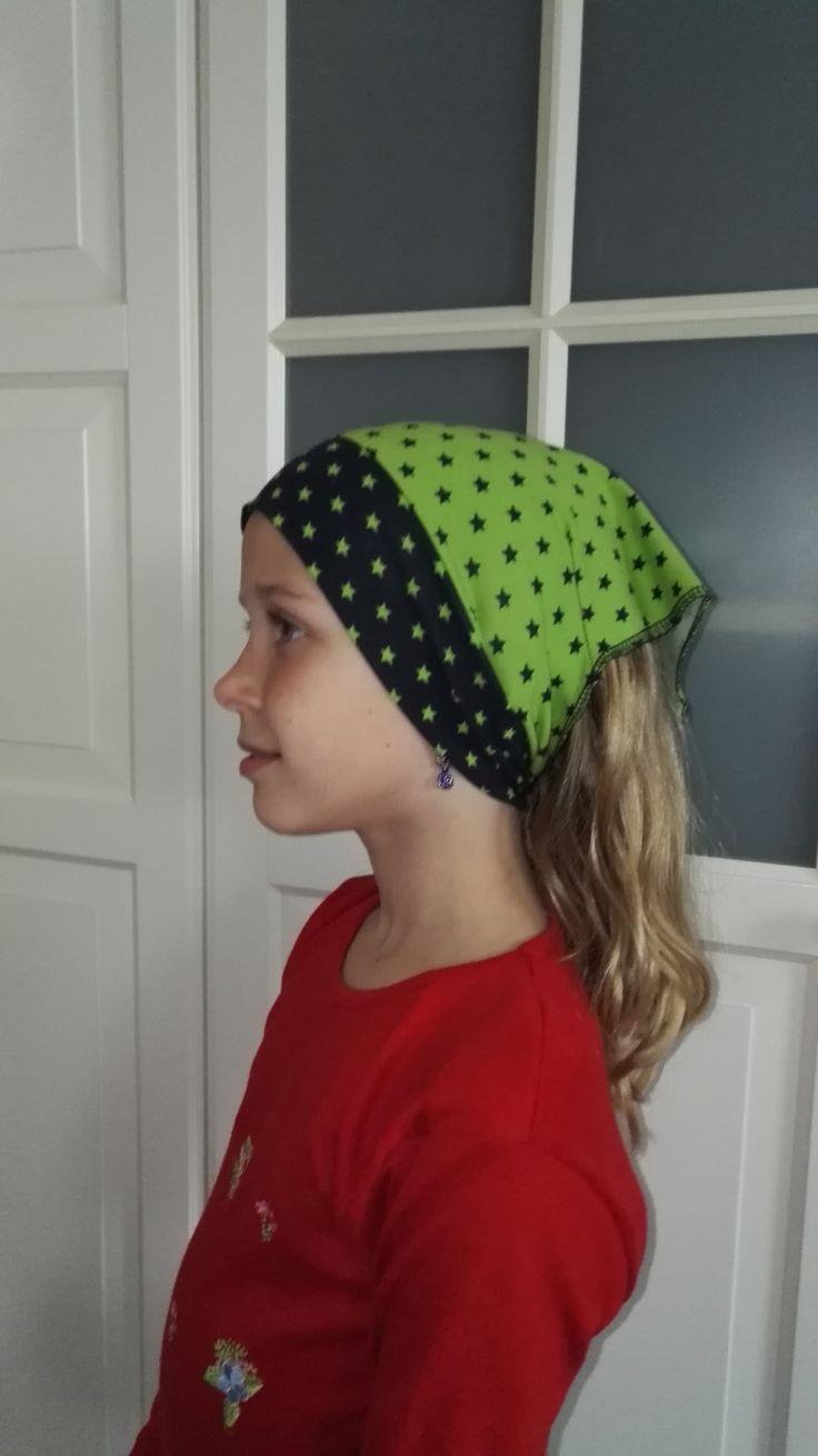 šátek pro slečny - jarní zelená šátek pro dívky/malé slečny. Zdvojený obvod kolem uší, zbytek šátku jednovrstvé. Jaro - podzim Ušité z příjemného - bavlněného úpletu. OBVOD ŠÁTKU 49 - 56 cm SLOŽENÍ: 92% bavlna, 8% elastan. Šátek lze doplnit trojúhelníkovým nákrčníkem.