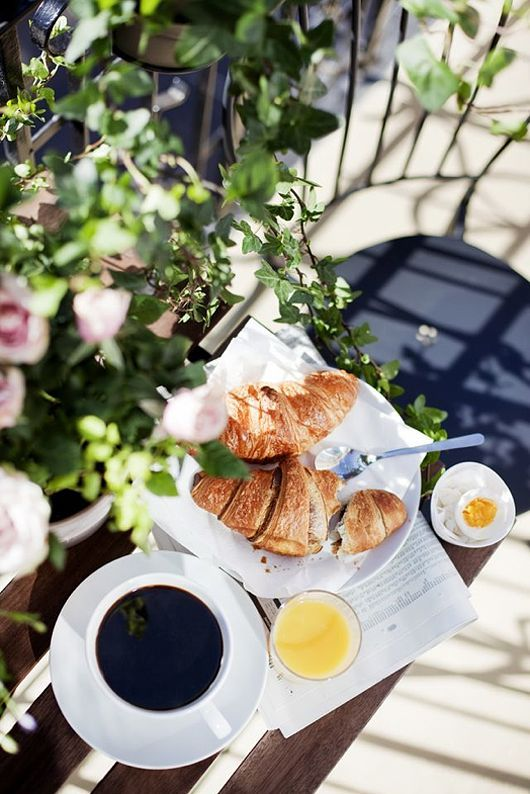 Croissants, eggs, fresh breeze & warm cups