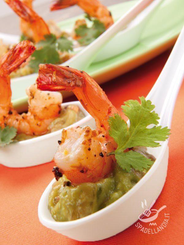 Guacamole with prawns - Il Guacamole sfizioso con gamberoni combina il gusto inconfondibile della salsa messicana più buona che c'è con quello dei gamberoni. Raffinatissimo! #guancamolecongamberoni