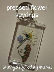 Homemade pressed flower keyrings http://sunnydaytodaymama.blogspot.co.uk/2012/06/making-pressed-flower-keyrings.html