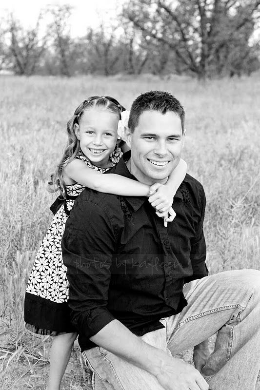 Love this daddy daughter pose.