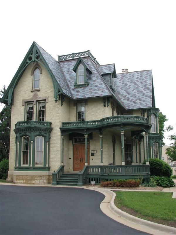 love Victorian style houses--this one is gorgeous!