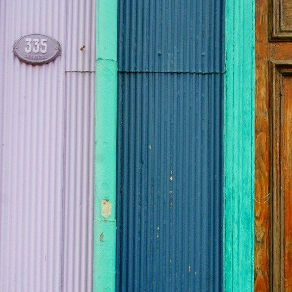 Minimal Door in Valparaiso Shoot @laciudadalinsta #chile #instagram #instagramers #icu_chile #chilefachadas #texture #colorfull serie: #valpotexturas :) buenos días