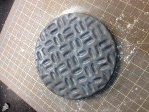 How to make a drain cover - Teenage Mutant Ninja Turtles cake instructions. Using fondant / sugar paste.