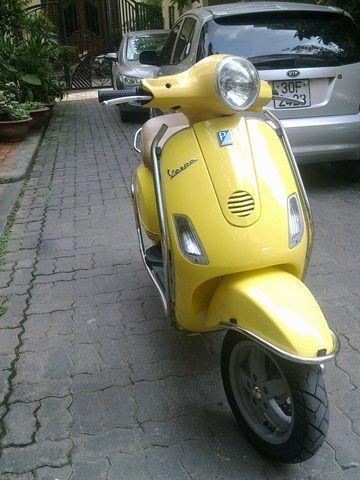 Vespa LX HQ 125cc nhập khẩu mua thùng 2012,màu vàng ,mới 99,9% như xe hãng ,mới chạy 8000km dán keo nguyên chiếc,ngay chủ bao chứng, giá 18,5tr lh; 01679988234 --------------------------------------------. LH:tanphu