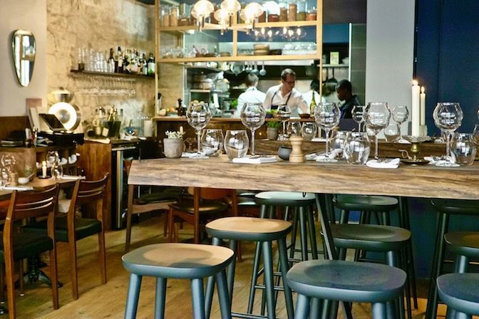 Vava Restaurant Rue Veron
