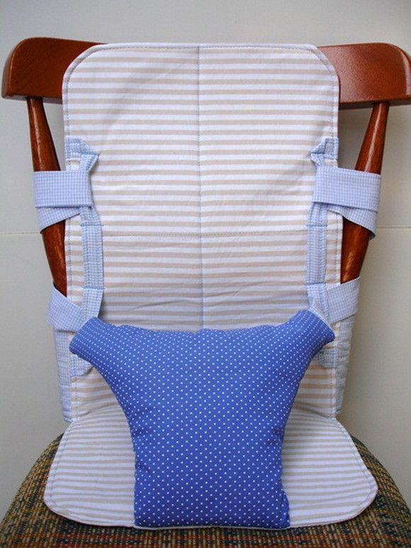 Cadeira em tecido para a hora da papinha, com alças de regulagem, para acompanhar o desenvolvimento do seu bebê. Prática pode ser carregada na bolsa do bebê. Ideal para bebês a partir dos 8 meses até os 3 anos. Faço na cor e estampa que você escolher. tendo também a opção de personalizar com patc...