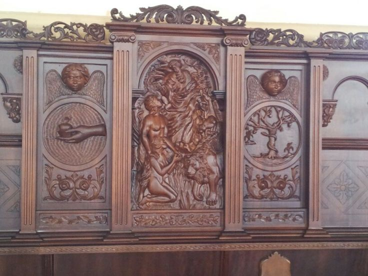 Wood carvings in Sarchi church