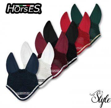 HORSES fülvédő Gloss Kiváló minőségű horgolt fülvédő a Horses-tól!   Technikai paraméterek:  - formatartó  - horgolt  - 100% pamut  - elegáns ezüst vagy arany díszszegéllyel  - Horses hímzéssel