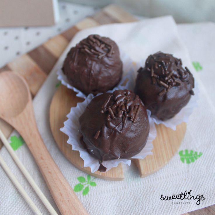 Dark Chocolate Truffles  ---  Hey sweeties!  We are Sweetlings, the newest Truffle Makers in town. With a wide variety of sweet chocolate goodness, we'll be giving you sugar, spice and everything nice!  We give chocolates endless possibilities!  Keep posted for updates on our facebook and instagram page on how to avail sweetlings chocolate truffles and more!  Have a sweet day, Sweeties. ;)  Sweetlings Chocolate Truffles  Manila, Philippines