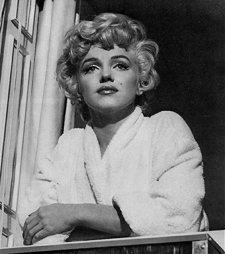 Marilyn Monroe New Years Quotes: Marilyn Photografed On The Set Of The Seven Year Itch In
