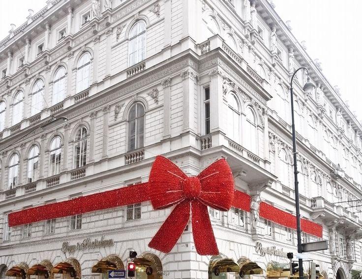 Viena streets bow christmas