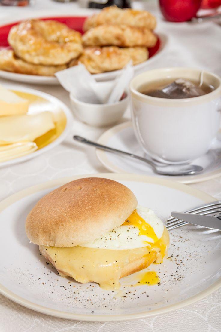 Para combatir el frío del invierno nada mejor que un té calentito y un delicioso sandwich en pan amasado HOME BAKERY de BredenMaster.