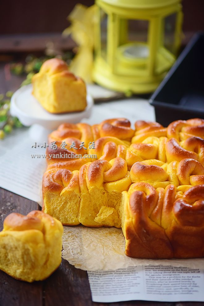 SOFT AND SWEET POTATO DINNER ROLLS