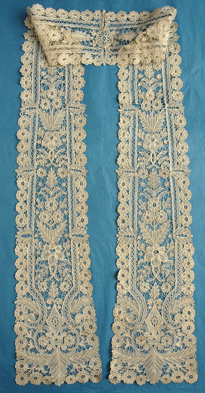 Duchesse de Bruges, which is a generic term for Duchesse with no needlelace additions (use Duchesse de Bruxelles for Duchesse with needlelace).