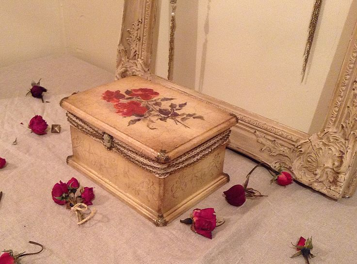 Antother jewelry box with inevitable roses :)