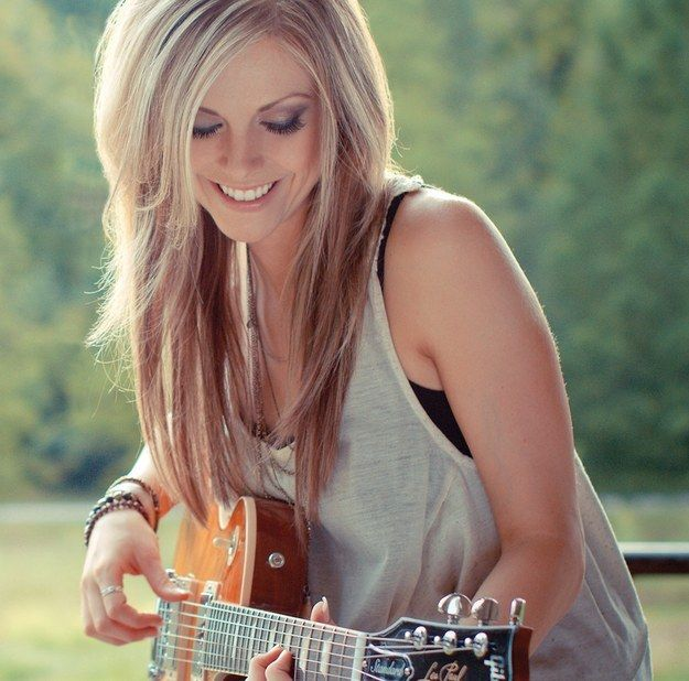 Lindsay Ell | 11 Badass Alternatives To Bro Country That You Need In Your Life