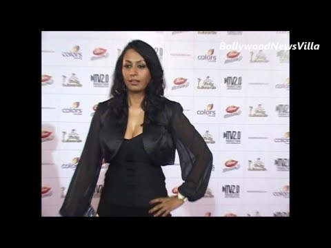 kashmira shah looking stunning in black jacket dress.