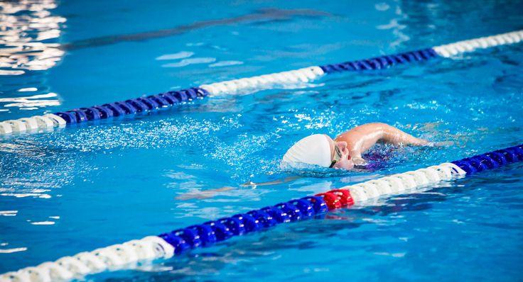 Bambini asmatici: l'attività in una piscina indoor può davvero essere un alleato contro la patologia respiratoria. Ecco perché...