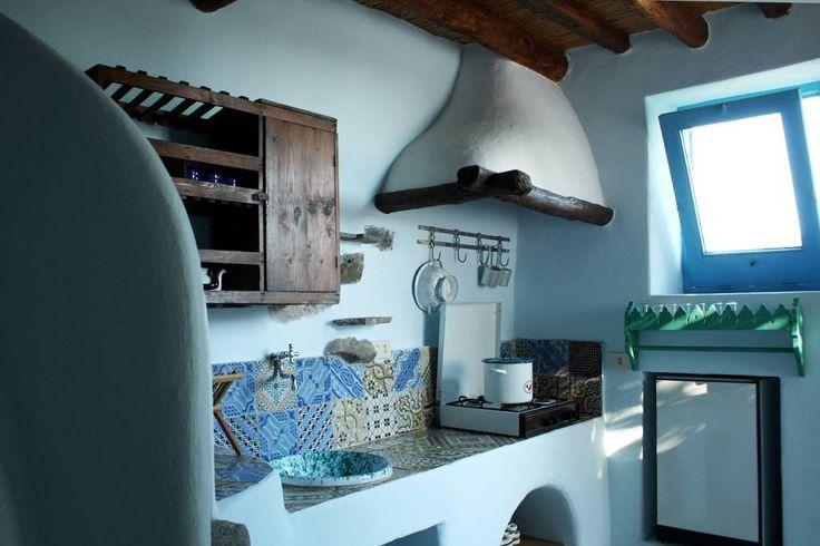Dai un'occhiata a questo fantastico annuncio su Airbnb: Eolian house in a botanic garden - case in affitto a Filicudi Porto