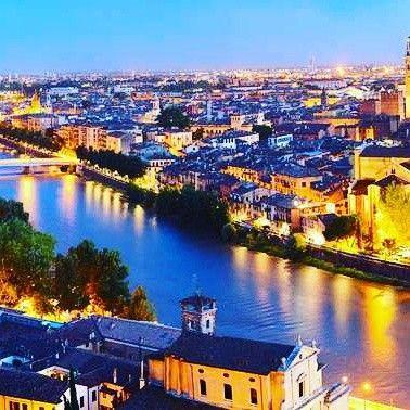Verona, Italia. Mucho mas que la ciudad de #romeoyjulieta . #verona #italia #viajes #escapada #romantica @payaltravel www.booking.payaltravel.es