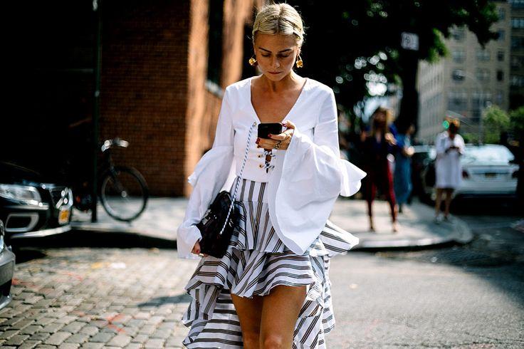 La tendencia latina de primavera. Cómo usar la falda flamenca (de día y noche)