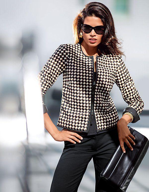 Die dreifarbige Lederjacke avanciert durch die kunstvolle Ausarbeitung zum Luxus-Must-Have für den Frühling.