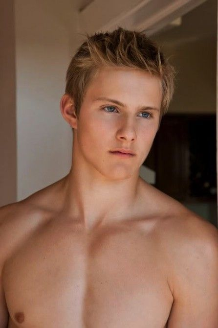 Alexander Ludwig, perhaps the only hot blonde!!!