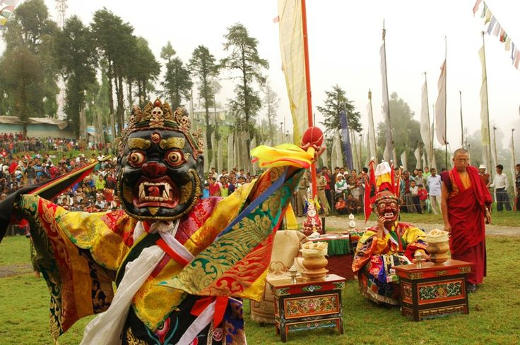 Witness the magic of the 'Kagyat Dance' in #Sikkim which is celebrated every 28th and 29th day of the Tibetan calendar.