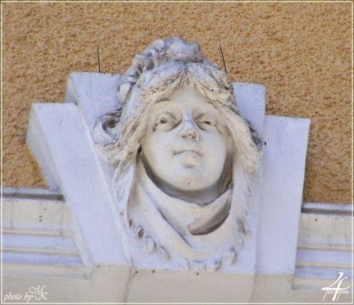 ablak fejdíszes zárókő Kazinczy utca 28 - window head ornate keystone Kazinczy street 28 - Budapest 2