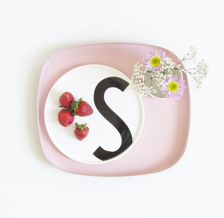 Light and spring like colors. With a wild flower bouquet in our porcelain cup. Typography: AJ Vintage ABC. Tray: Television tray.