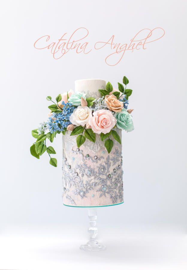 Elie Saab wedding inspired cake by Catalina Anghel azúcar'arte - http://cakesdecor.com/cakes/262572-elie-saab-wedding-inspired-cake