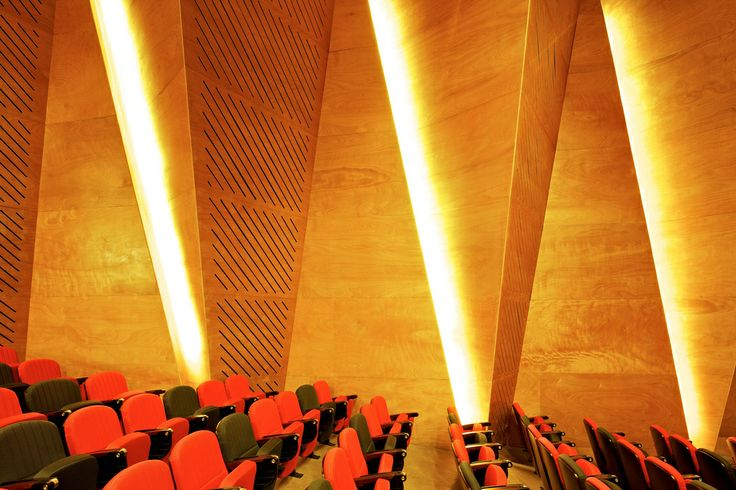 Centro de Mineiração Andronico Luksic / Enrique Browne y Arquitectos Asociados