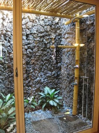 Four Seasons Resort Hualalai at Historic Ka'upulehu: private outdoor shower