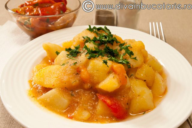 tocanita de cartofi de post (use tomato paste instead of juice, add more garlic)