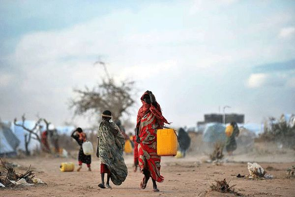 Somali refugees fetching water in Dadaab.