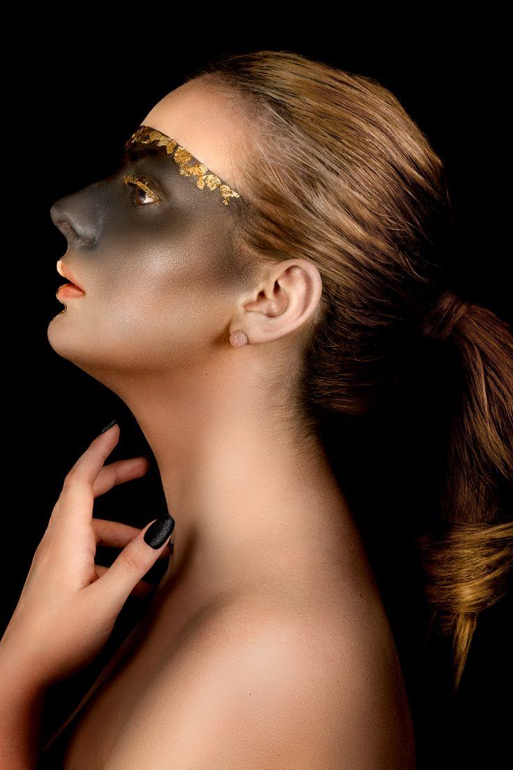 Auriu si negru - o combinatie rafinata pentru un machiaj de impact