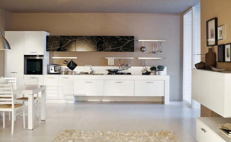Moderne Küchengestaltung in Beige und Weiß
